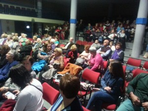 Participantes en el salón de actos del Centro cultural de Orcasitas